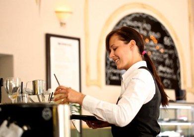 waitress-2376728_640-2
